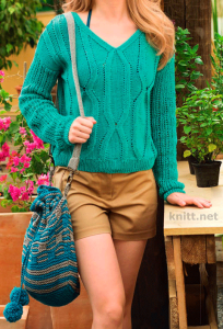 Ажурный пуловер изумрудного цвета и сумка
