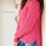 Розовый пуловер с рельефным узором