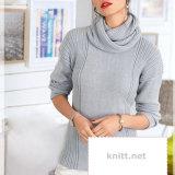Пуловер и снуд серого цвета