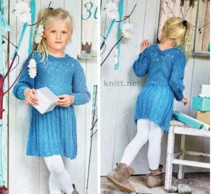 Вязаное детское платье с вышивкой