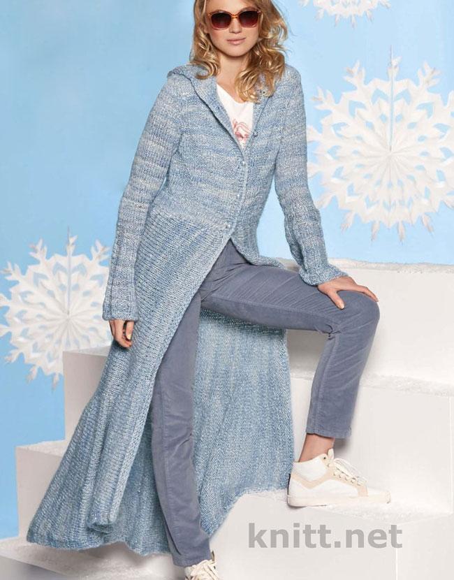 Вязаное пальто из серой пряжи