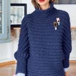 Вязаный синий пуловер с патентным узором