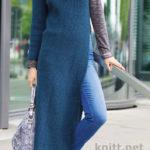 Вязаное спицами платье с разрезом