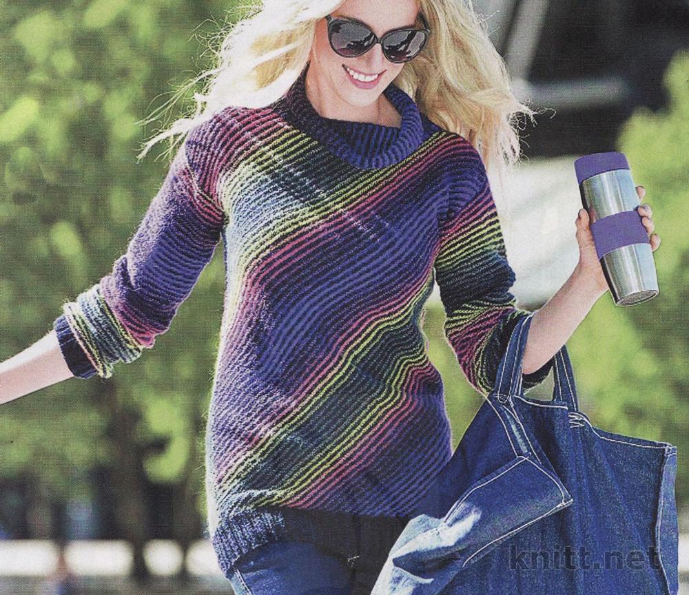 Вязаный пуловер диагональное вязание