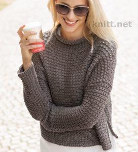Вязаный пуловер с простым узором