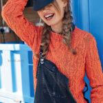 Вязаный женский пуловер оранжевого цвета