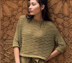 Вязаный волнистым узором женский пуловер