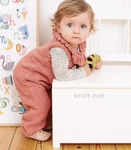 Вязаный спицами детский комбинезон с воротничком