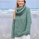 Вязаный женский свитер и шарф хомут