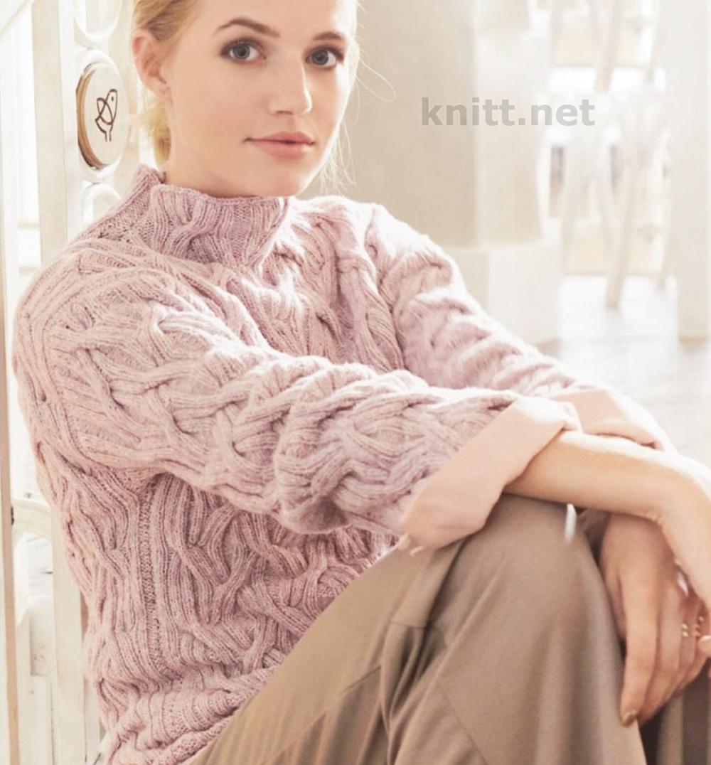 Вязаный розовый пуловер с воротником стойкой
