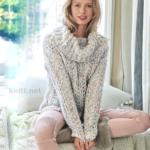 Вязаный спицами меланжевый ажурный пуловер