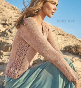 Вязаный пуловер с ажурными вставками. Основной акцент в этом пуловере реглан сделан на боковых узорчатых полосах, остальное связано лицевой гладью.